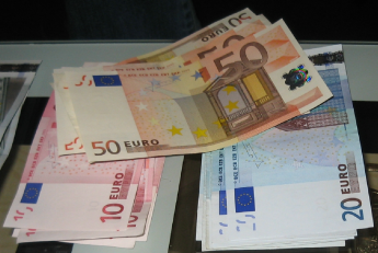 Belastingdienst strenger met uitbetalen toeslagen en maandelijkse teruggaven